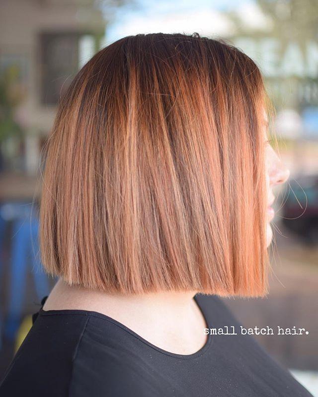 Küt saç kesimi ve bakır şeftali saç rengi