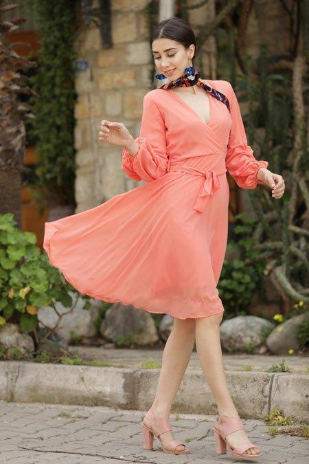mercan rengi elbise ve 47 farklı kombin önerileri 7