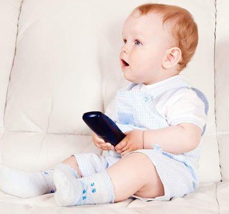 bebek ve cep telefonu  bebeğiniz için en büyük zarardır.