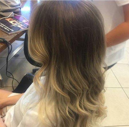 Kumral Saç Üzerine Sarı Balyaj