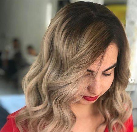 Küllü sarı Saç rengi boyama uygulaması
