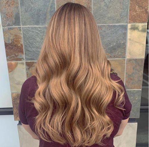 Açık Kumral'dan Altın ( Dore Karamel) saç rengine geçilmiş saç boya örneği.