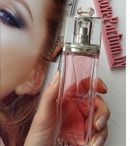 kalıcılığı en yüksek 10 kadın parfümü 4