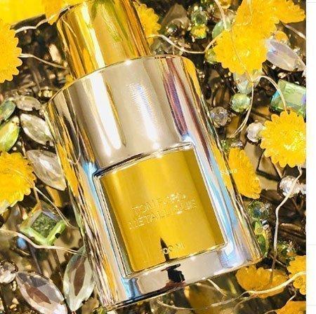 kalıcılığı en yüksek 10 kadın parfümü 8