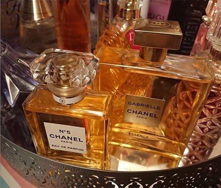 kalıcılığı en yüksek 10 kadın parfümü 1