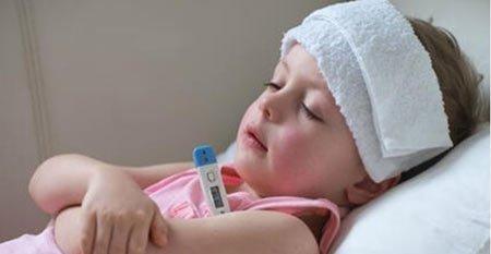 bebeklerde gece terlemesi nedenleri