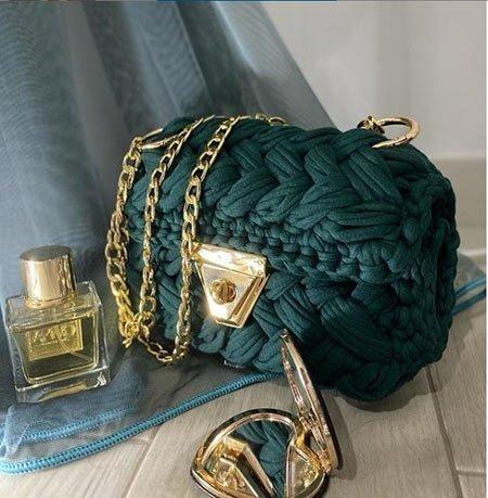zümrüt yeşili çanta modelleri ve kombinleri