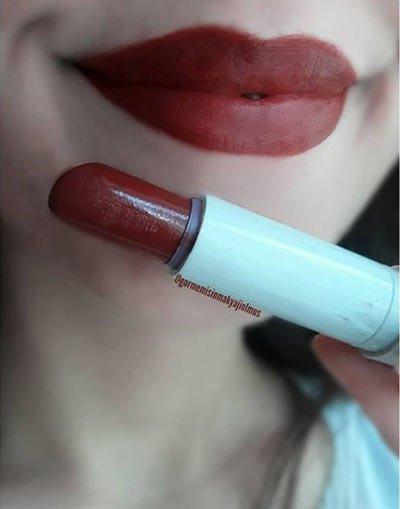 bordo ruj i̇le makyaj ve 5 farklı renk önerisi 1